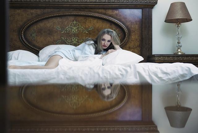 stará postel